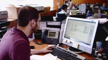 5 نصائح لتفادي مخاطر الجلوس الطويل أمام الكمبيوتر