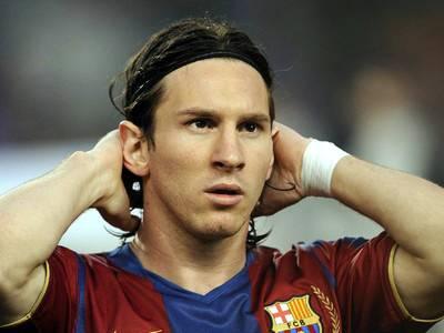 ميسي يُوقع لبرشلونة على عقد الأغلى عالمياً