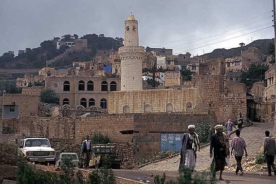 مقتل وإصابة 7 بينهم طفل في اشتباكات قبلية بالمحويت