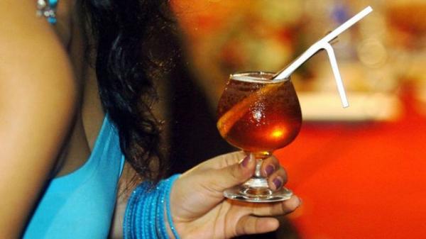 لأول مرة منذ 60 عاما.. سريلانكا تسمح للنساء بشراء مشروبات كحولية