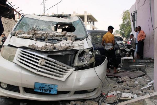 مقتل 7 أشخاص في تفجير سيارة ملغومة عند مطبخ ميداني عسكري في عدن