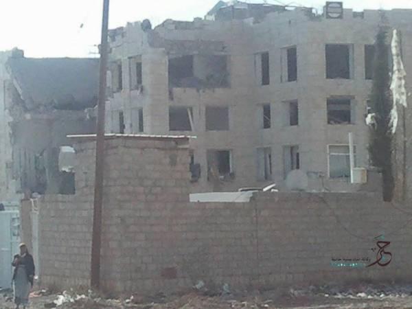 الصور الأولى لمصنع الأدوية الذي تعرض لقصف جوي جنوب صنعاء
