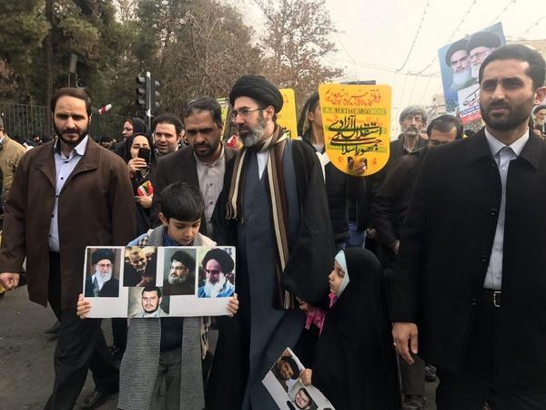 مستشار أربعة رؤساء لأمريكا: واشنطن ستعاقب إيران على دعمها للحوثيين