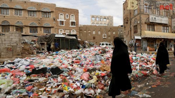 طفح المجاري وتكدس النفايات في شوارع صنعاء ينذر بكارثة بيئية