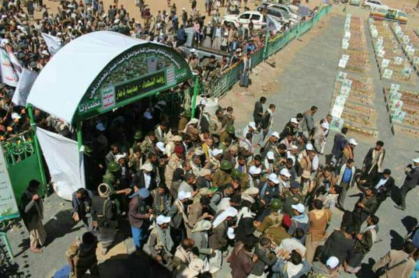 الحوثيون يوسعون مقبرة بذمار ويشقون إليها طريقاً من المستشفى العام