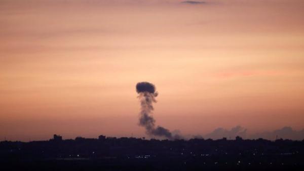 غارات إسرائيلية مكثفة على غزة ردا على إصابة أربعة جنود إسرائيليين