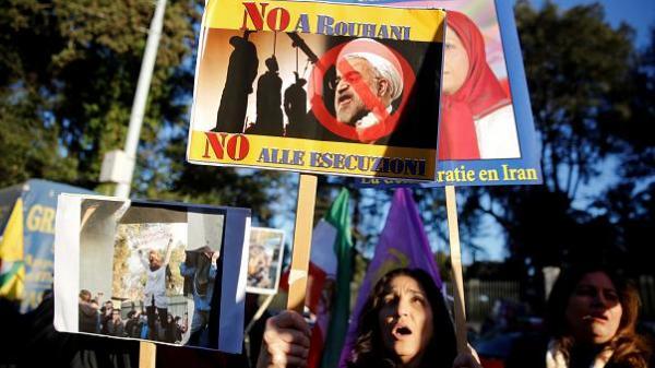 اعتقال 300 محتج في طهران ومقتل قوات أمن في اشتباكات مع صوفيين