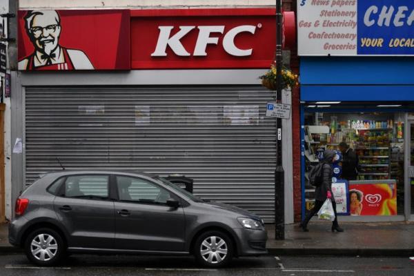 """استمرار اغلاق مئات مطاعم """"كاي اف سي"""" في بريطانيا بسبب مشكلة في توصيل الدجاج"""