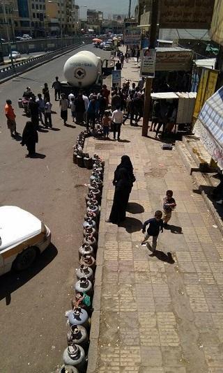 مصير مجهول يكتنف أكثر من 40 ناقلة غاز وصلت من مأرب إلى صنعاء
