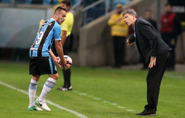 برشلونة يتوصل لاتفاق مبدئي للتعاقد مع البرازيلي آرثر