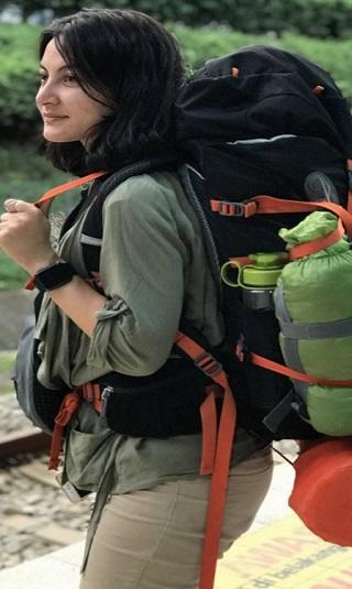 سمية جمال أول رحالة يمنية تحزم حقيبتها وتسافر في الأرض