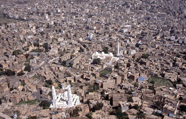 إخوان اليمن يرهنون تعز في معركة فرض شروطهم على الحكومة