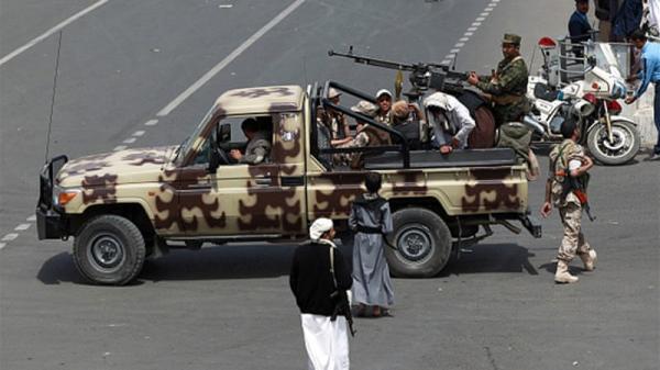 الحوثيون يقومون بحملة اقتحامات ليلية لمنازل جنوب العاصمة ترافقها أعمال نهب لمدخرات المواطنين