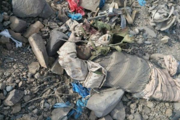 بالصور - جثث المليشيات الحوثية بجبل الرزمة بالراهدة (+18)