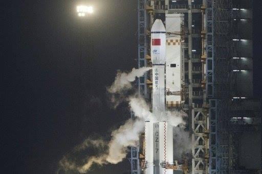أول مركبة شحن فضائي صينية تلتحم بالمختبر الصيني في مدار الأرض