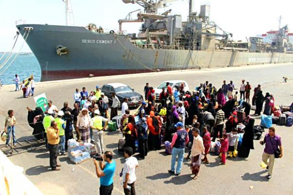 منظمة الهجرة تجلي 115 لاجئاً صومالياً طوعاً من ميناء عدن إلى أوطانهم