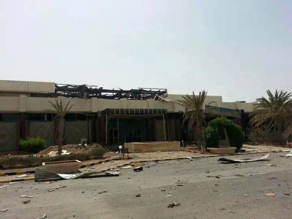 العدوان على اليمن.. الطيران يقصف معسكر الدفاع الساحلي ومطار الحديدة