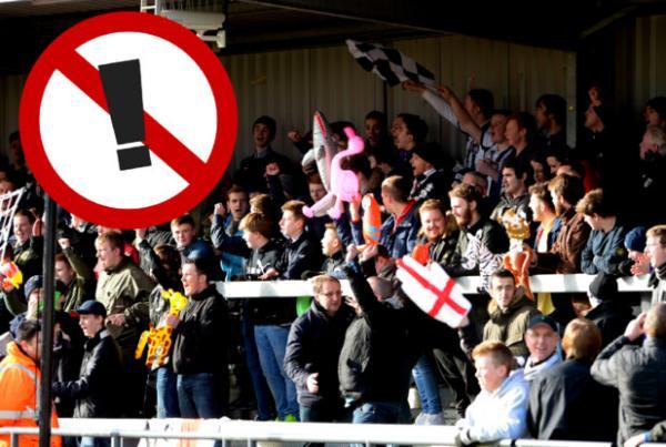نادي إنجليزي يحرم جمهور منافسه من البالونات