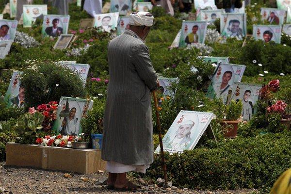 حصري- مليشيا الحوثي تتخلص من جثث قتلاها المكدسة في ثلاجات المشافي بدفنها بمقابر جماعية خارج العاصمة