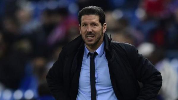 إيقاف مدرب أتليتيكو مدريد أربع مباريات بداعي إهانة الحكم