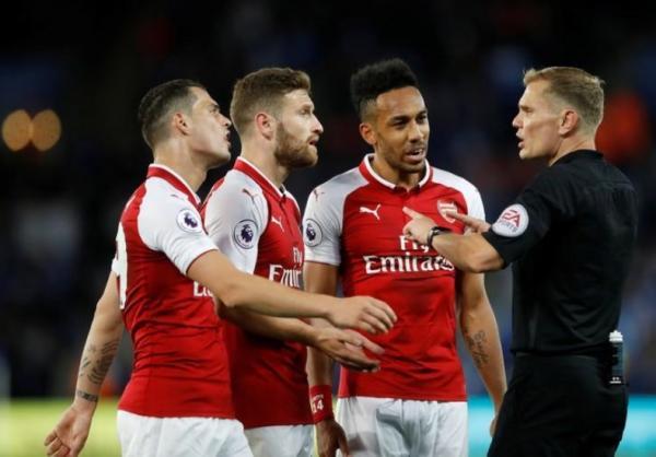 الاتحاد الإنجليزي يتهم أرسنال بالاخفاق في السيطرة على لاعبيه