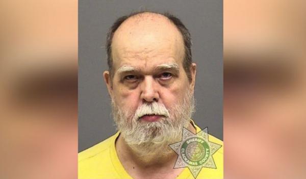 رجل يسلم نفسه فجأة للشرطة بعد 23 عاماً من مطاردة الـFBI له