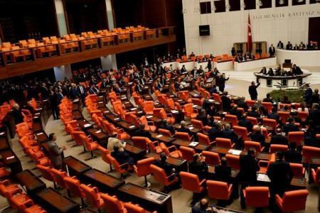 البرلمان التركي يوافق على رفع الحصانة عن 138 نائبا