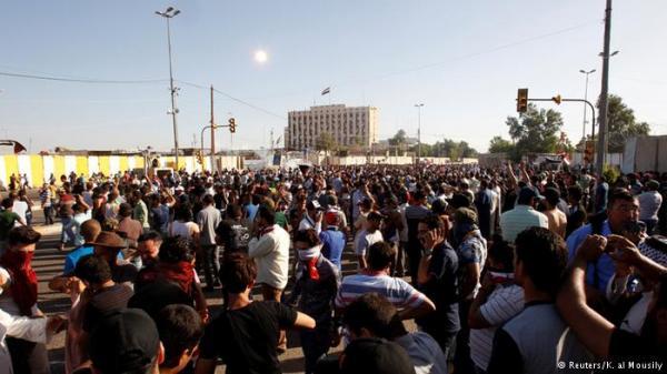 اقتحام المنطقة الخضراء في بغداد وإطلاق نار وإعلان منع التجول