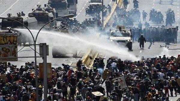 50 جريحا في أكبر مظاهرات للمعارضة في فنزويلا