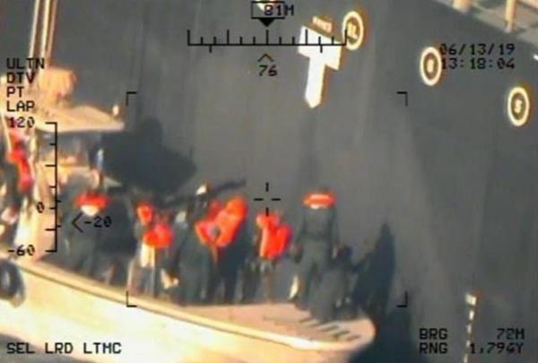 الجيش الأمريكي ينشر صوراً جديدة.. وبومبيو: العالم سيرى الكثير من الأدلة على ضلوع إيران باستهداف الناقلتين