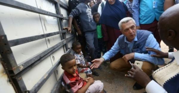 """مفوض الامم المتحدة للاجئين يدعو الى """"التعاون"""" لحل ازمة المهاجرين"""