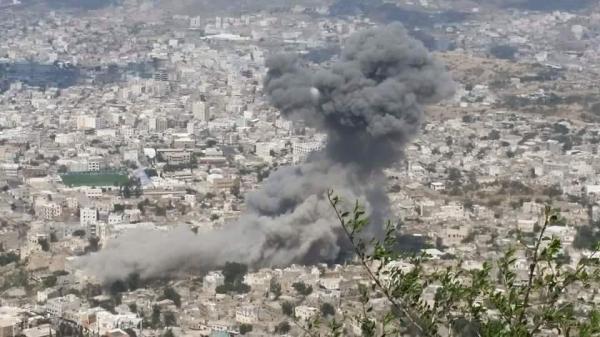 10 شهداء وجرحى في غارتين استهدفتا منزلا بتعز