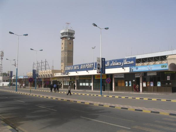 اليمن يدين منع العدوان السعودي صحفيين من دخول صنعاء
