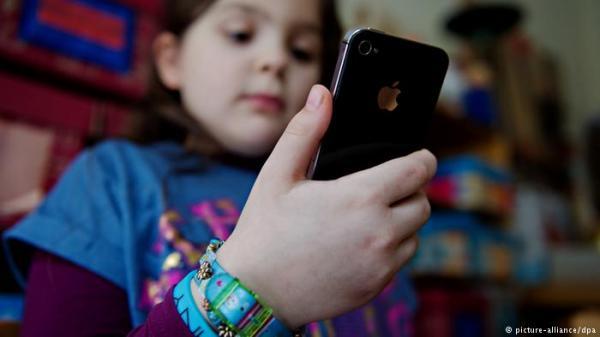دراسة ألمانية تحذر من تأثير الأجهزة الإلكترونية على سلوكيات الأطفال