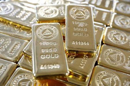 الذهب يتجه صوب أكبر مكسب أسبوعي في شهرين مع انخفاض الدولار