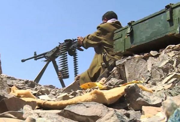 قوات الجيش تقصف تعزيزات المرتزقة بحزم الجوف