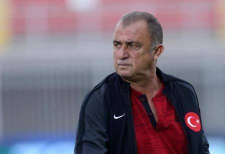 الاتحاد التركي لكرة القدم ينهي ارتباطه بتريم مدرب المنتخب