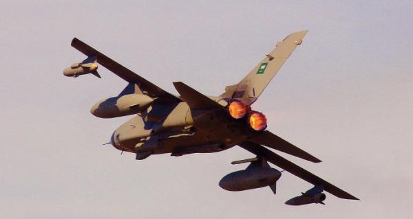 الطيران السعودي يقتل العشرات من حلفائه في اليمن