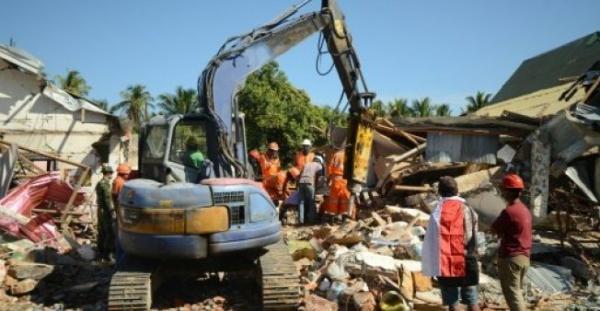 إندونيسيا: ارتفاع حصيلة الزلزال إلى 319 قتيلا ومخاوف من حصول كارثة إنسانية
