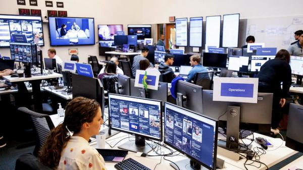 فيس بوك يقر بالاستماع ونسخ محادثات صوتية لمستخدميه على ماسنجر