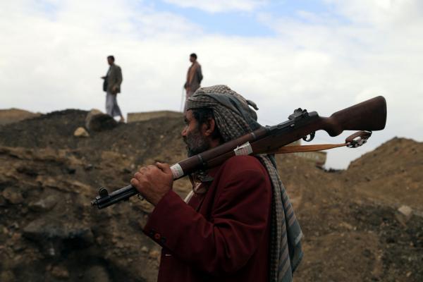 مقتل أحد عناصر المليشيا على يد مشرف حوثي بذمار