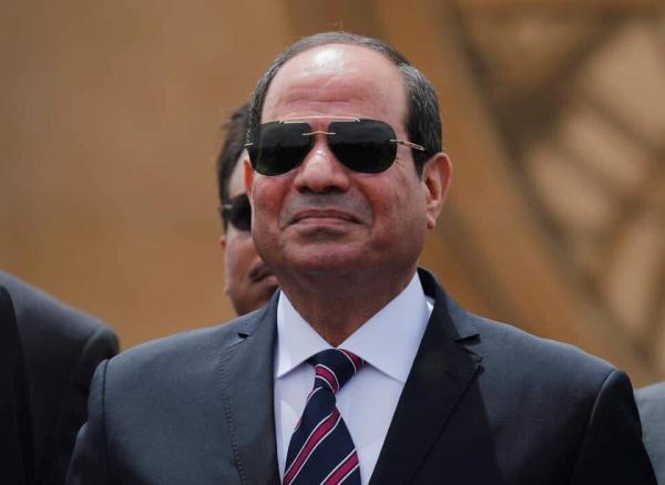 الرئيس المصري يعين رئيسا جديدا لهيئة قناة السويس
