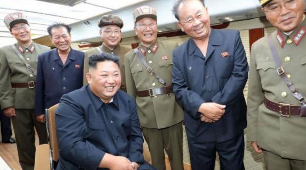 كوريا الشمالية تعلن إشراف زعيمها على تجربة سلاح جديد