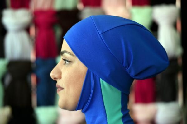 مجلس الدولة في فرنسا يبحث الخميس قرار منع لباس البحر الاسلامي