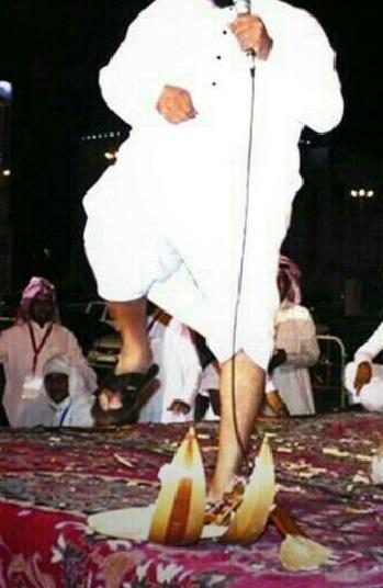 السجن 3 أشهر و90 جلدة لثلاثة سعوديين بتهمة &#34العزف&#34 - كاتب سعودي: العزف تحت السياط