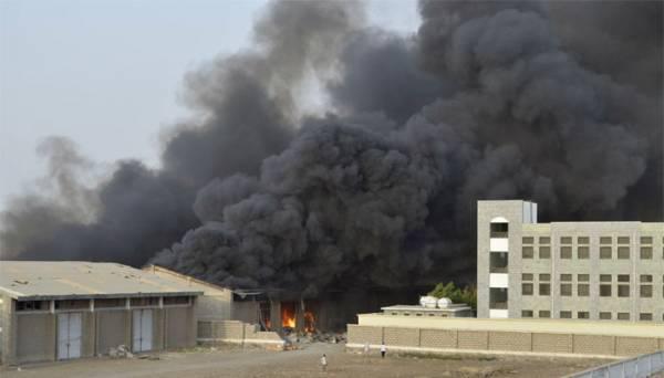 العدوان السعودي يرد على الصليب الأحمر ويستهدف مخزن أدوية بـ &#34ذباب&#34 تعز