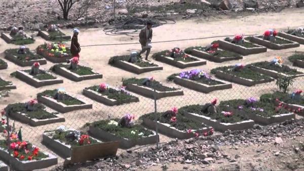 أمين العاصمة يضع اكاليل من الزهور على أضرحة الشهداء