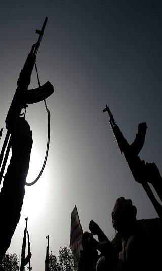 """مليشيا الحوثي تقاعد ضباط المخابرات وتعتقل آخرين وتُعيِّن عناصر أمنها """"الوقائي"""" في جهاز المخابرات"""