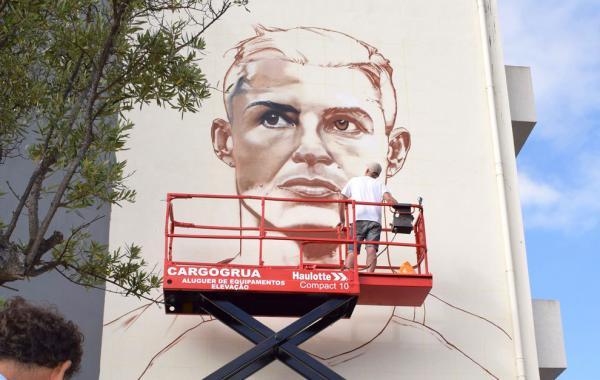لوحة جدارية ضخمة لكريستيانو رونالدو في مسقط رأسه