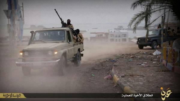 عدن: أول هجوم مشترك للقاعدة وداعش على &#34المعلا&#34 بمشاركة قوارب بحرية